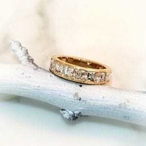 asscher cut diamond band in yellow gold