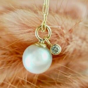 Pearl diamond pendant necklace