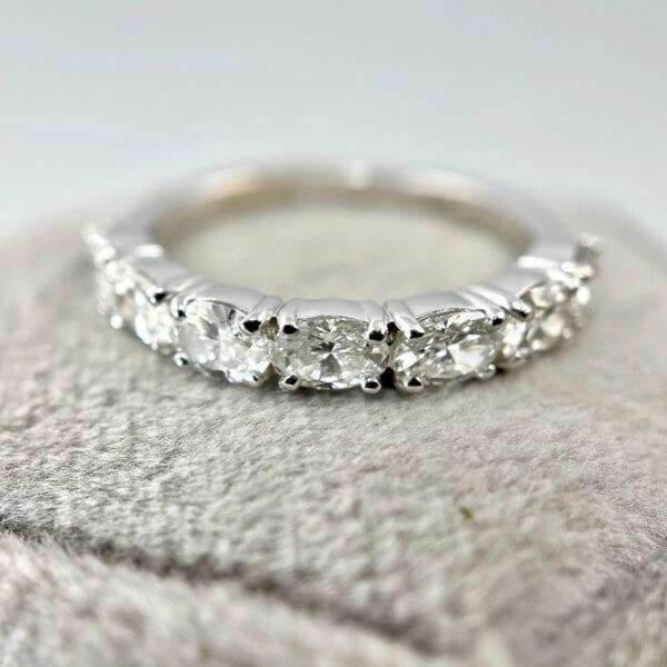 Oval diamond band
