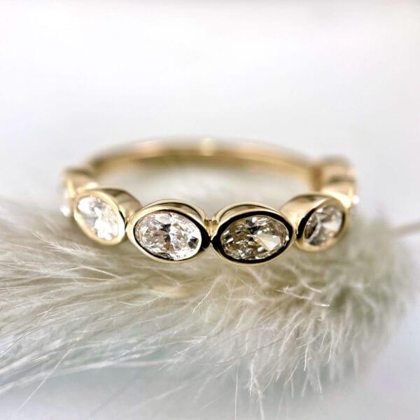 oval diamond bezel band