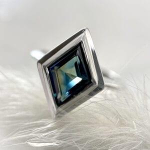 Kite-shaped sapphire ring